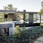 Maison contemporaine en b ton avec piscine d bordement for Maison avec toit vegetal