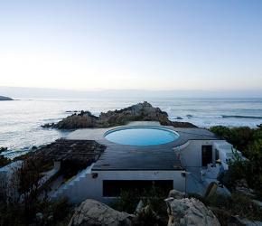 Maison contemporaine avec piscine sur le toit