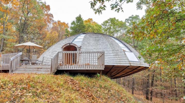 maison cologique en bois en forme de soucoupe volante. Black Bedroom Furniture Sets. Home Design Ideas