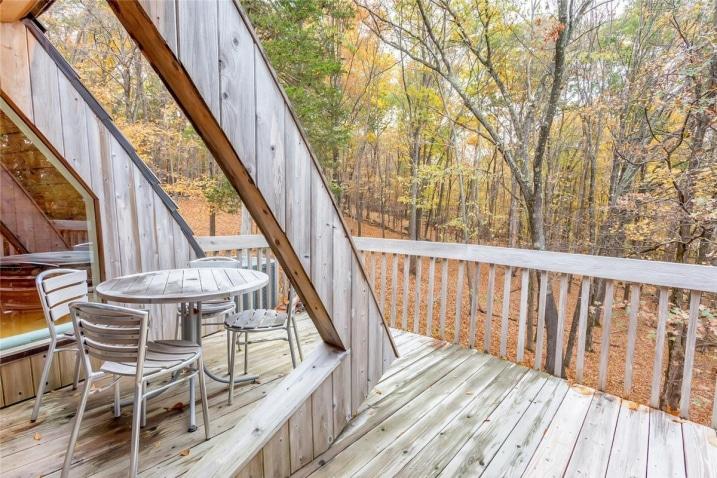 Petite terrasse arrondie en bois