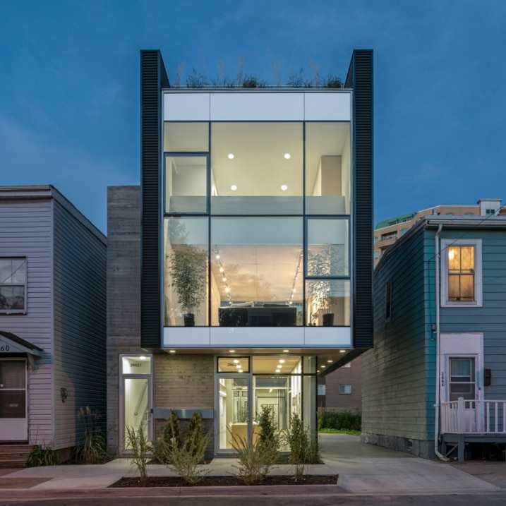 Front Elevation Of Double Story Houses : Immeuble contemporain avec rooftop