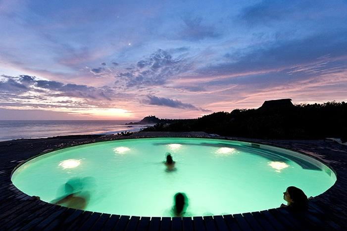 Piscine ronde avec terrasse teck for Terrasse teck piscine