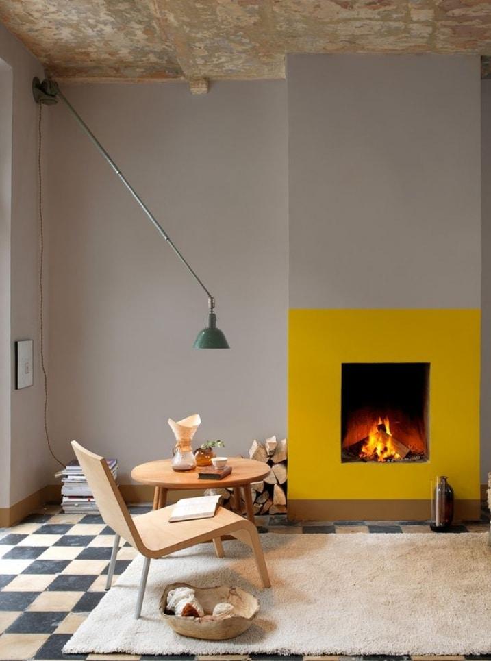 Cadre de cheminée jaune