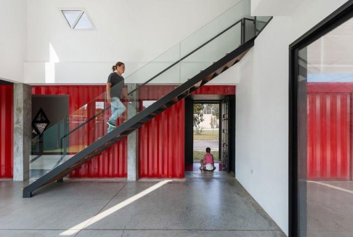 Escalier dans un container