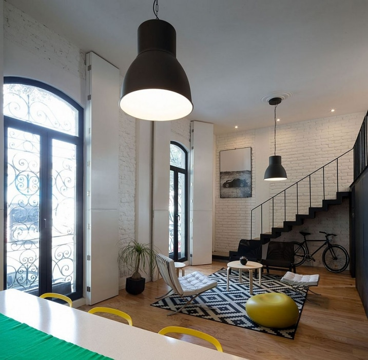 appartement avec une d coration industrielle et chic. Black Bedroom Furniture Sets. Home Design Ideas