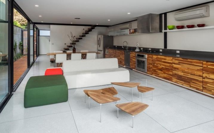 Maison Contemporaine Compacte Avec Couloir De Nage