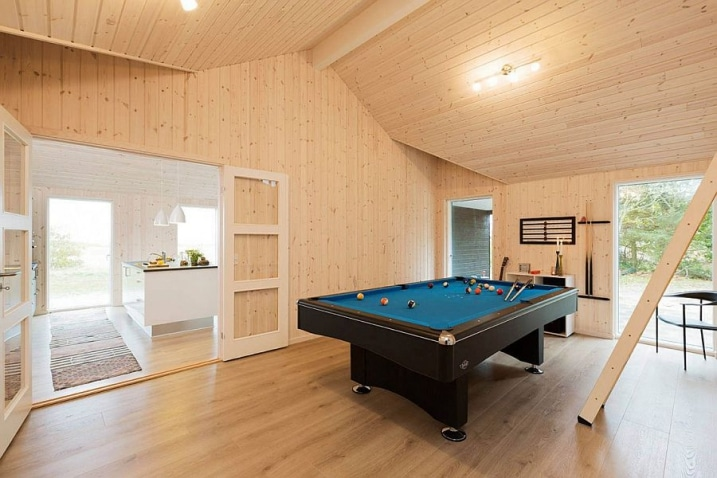salle de billard. Black Bedroom Furniture Sets. Home Design Ideas
