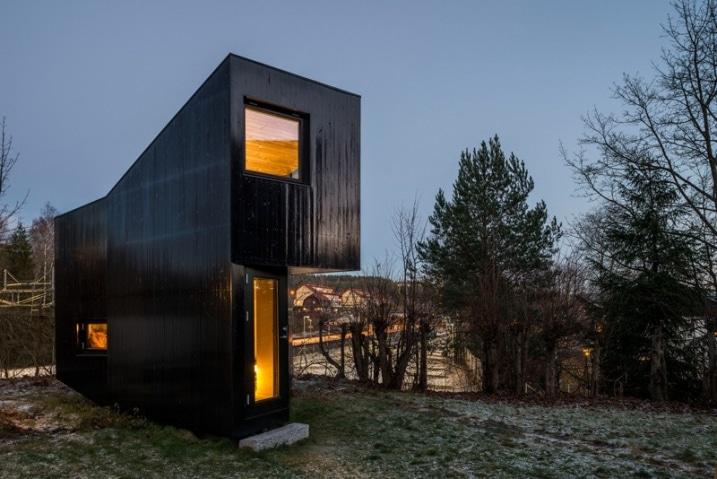 Chalet de jardin contemporain avec un mur de verre