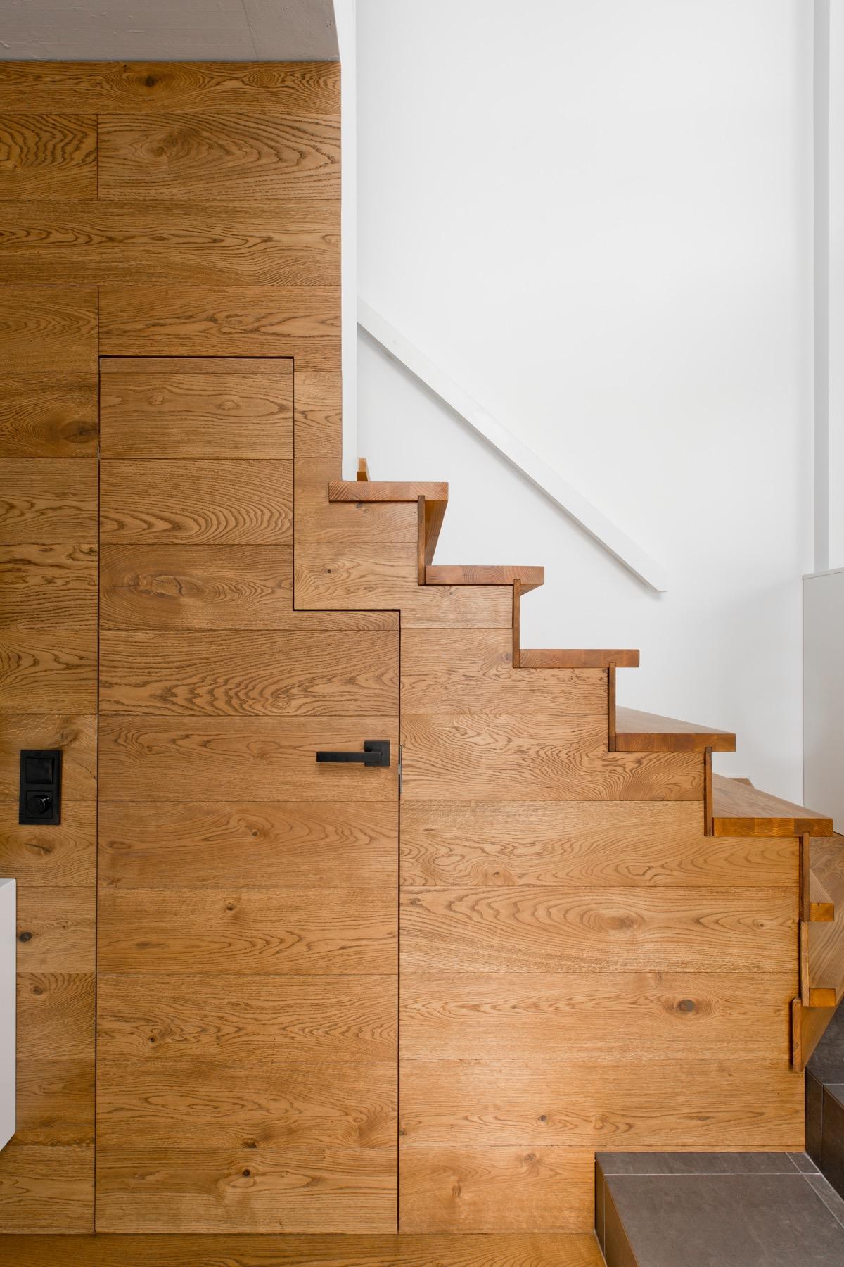 Cagibi sous escalier