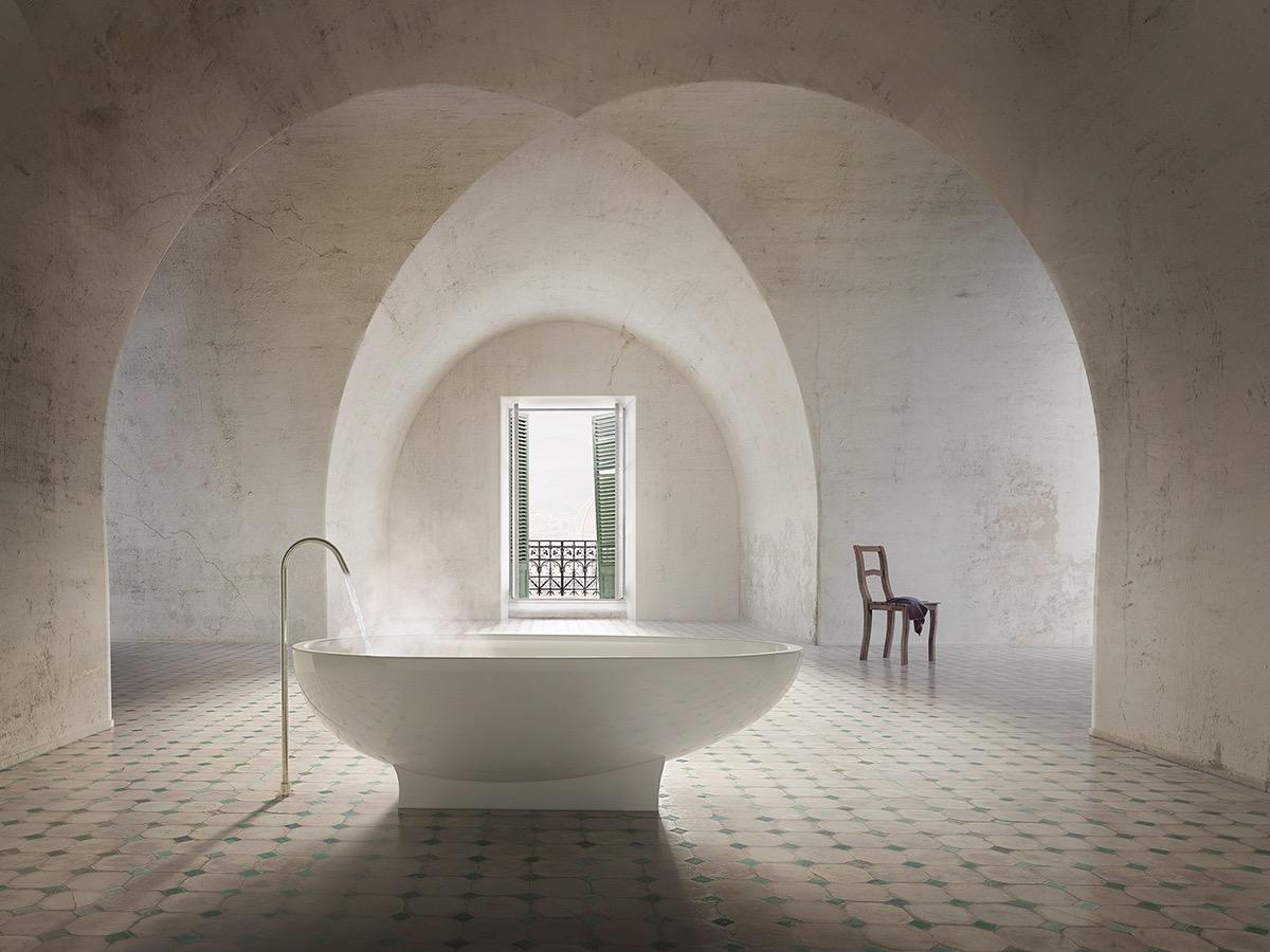 Baignoire dans pièce vide