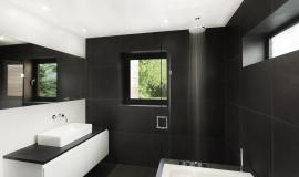 Salle de bain noir blanc épurée