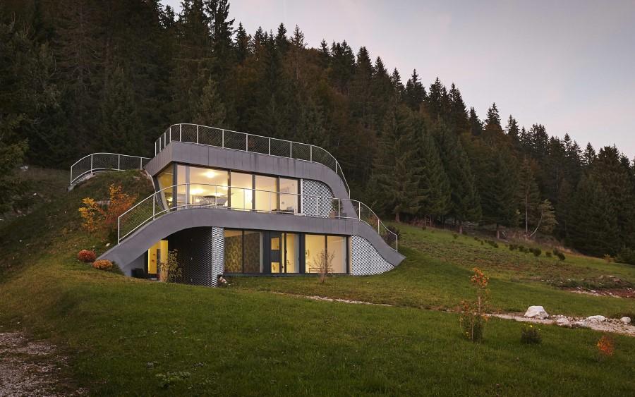 maison contemporaine semi enterr e avec rooftop naturel. Black Bedroom Furniture Sets. Home Design Ideas
