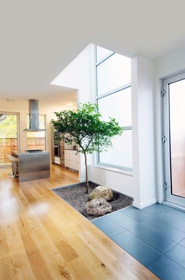 16 id es pour am nager une petite cour int rieure minimaliste for Petite maison minimaliste