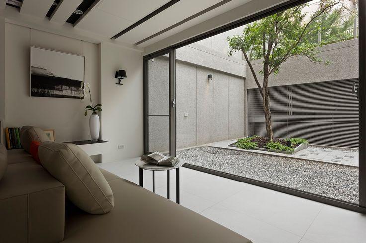 Cour intérieure minimaliste