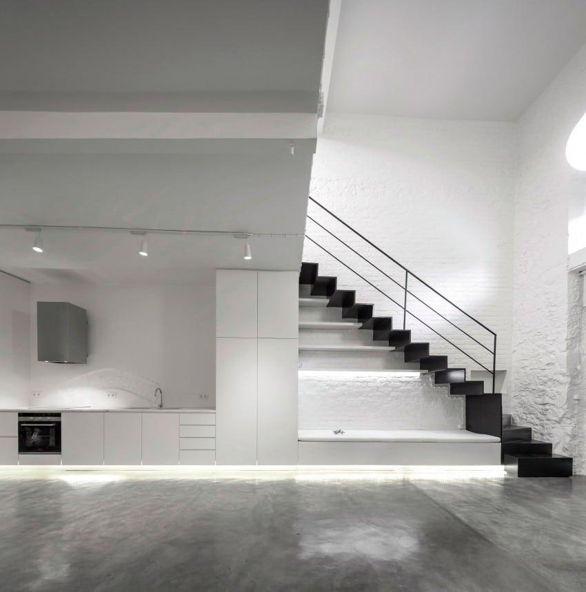 Loft minimaliste noir et blanc avec mezzanine for Foto minimaliste