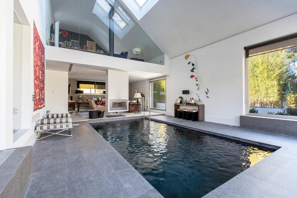 Maison avec piscine int rieure for Piscine interieure de luxe
