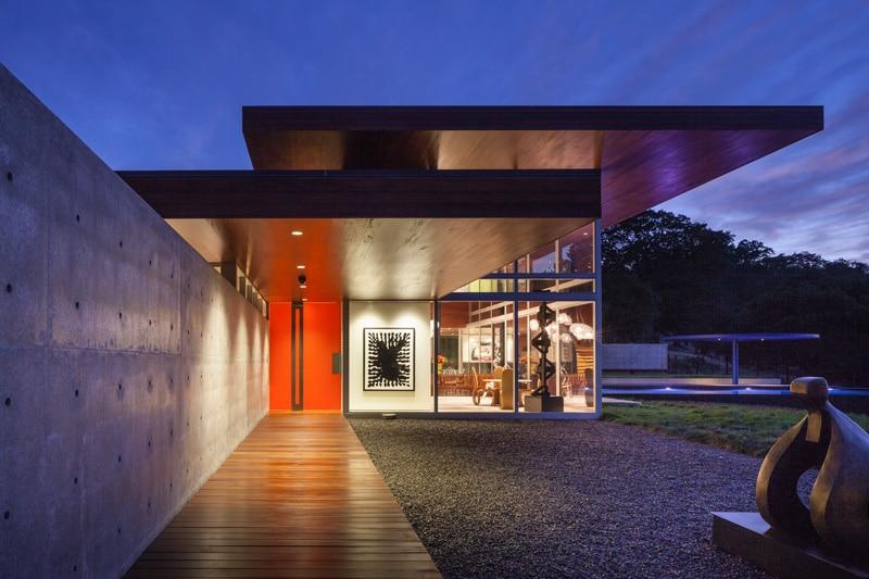 Maison design avec une piscine de 30 m tres de long - Maison bois et beton ...