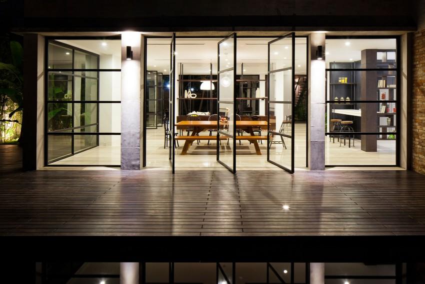 Villa fen tres pivotantes for Fenetre villa