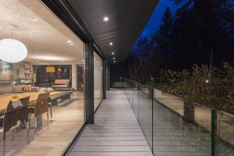 Balcon bois balustrade verre