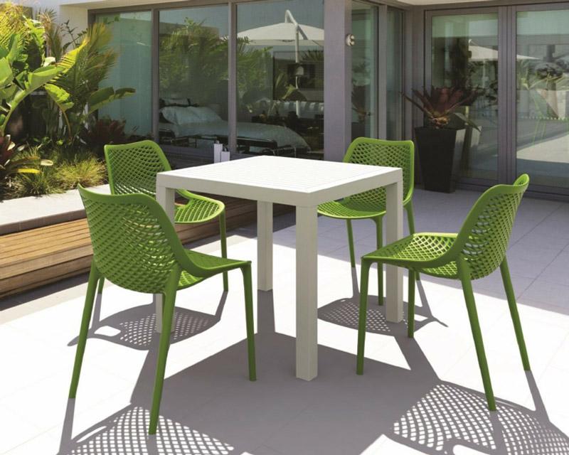 chaises exterieur vertes