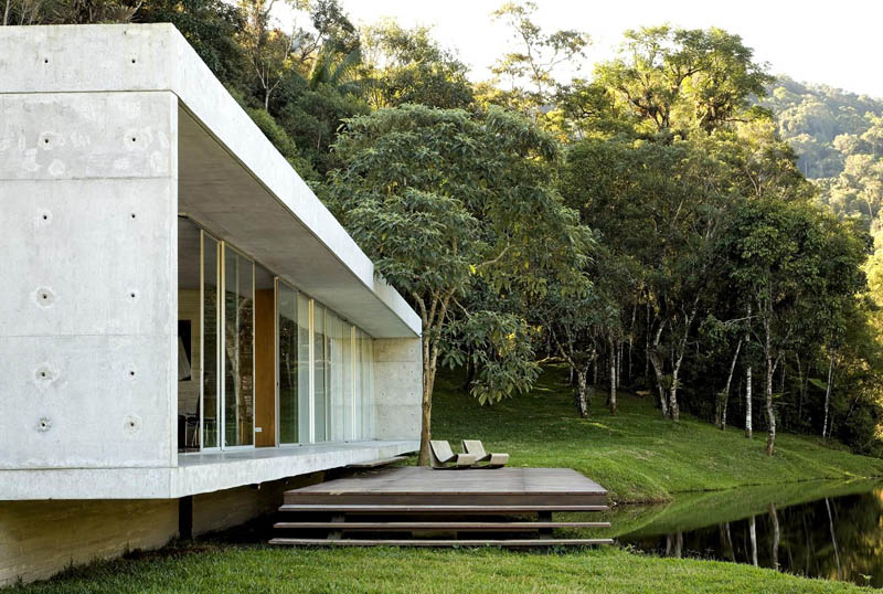 Maison avec terrasse au bord de eau