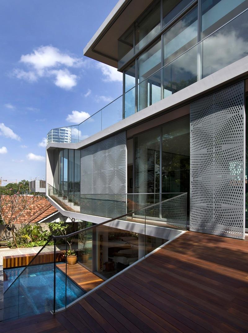 balcon avec vue sur piscine. Black Bedroom Furniture Sets. Home Design Ideas