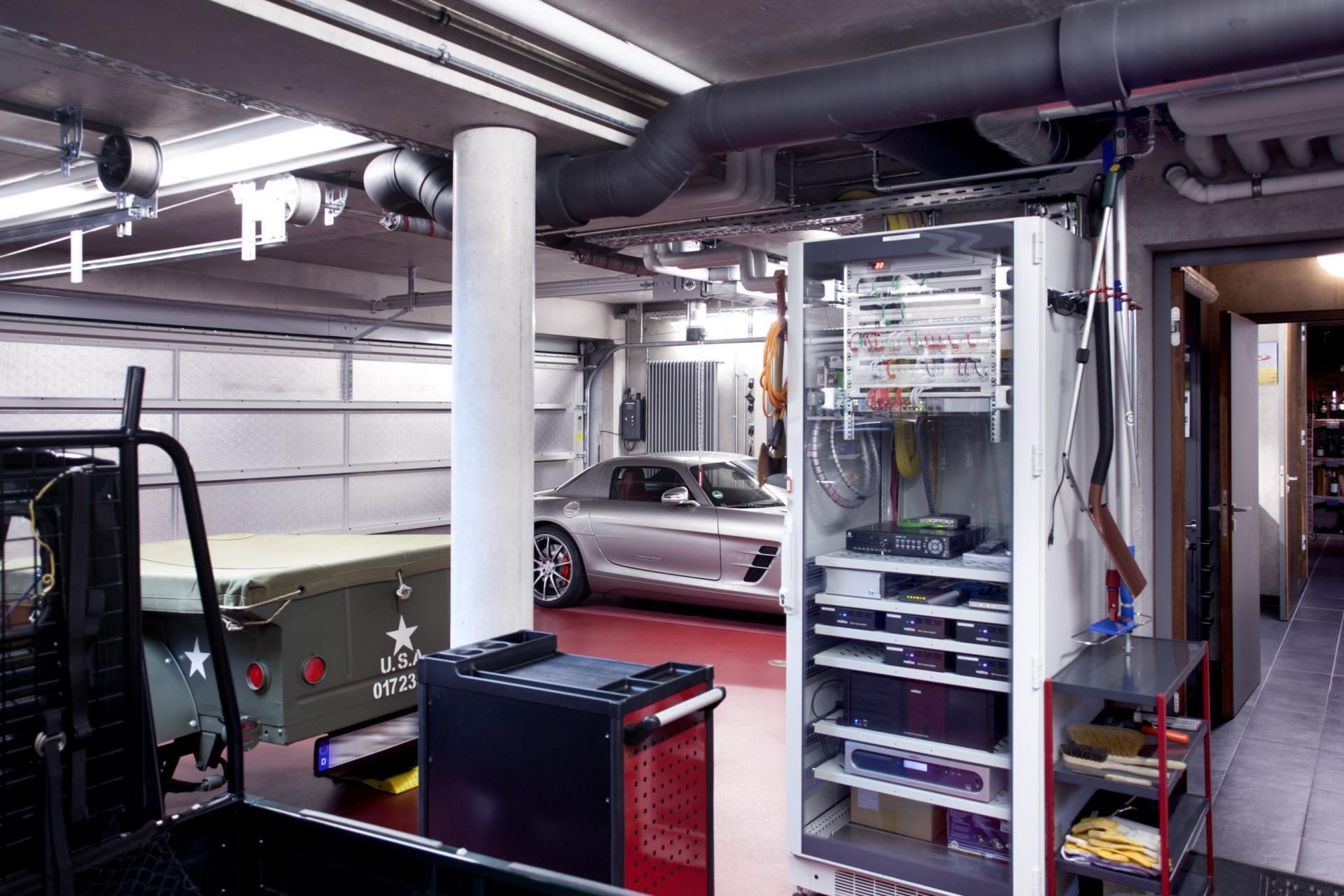 Armoire de brassage dans garage