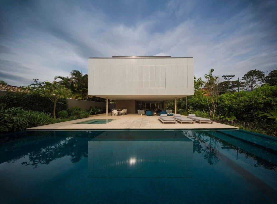 Maison avec piscine et jacuzzi for Piscine avec jacuzzi