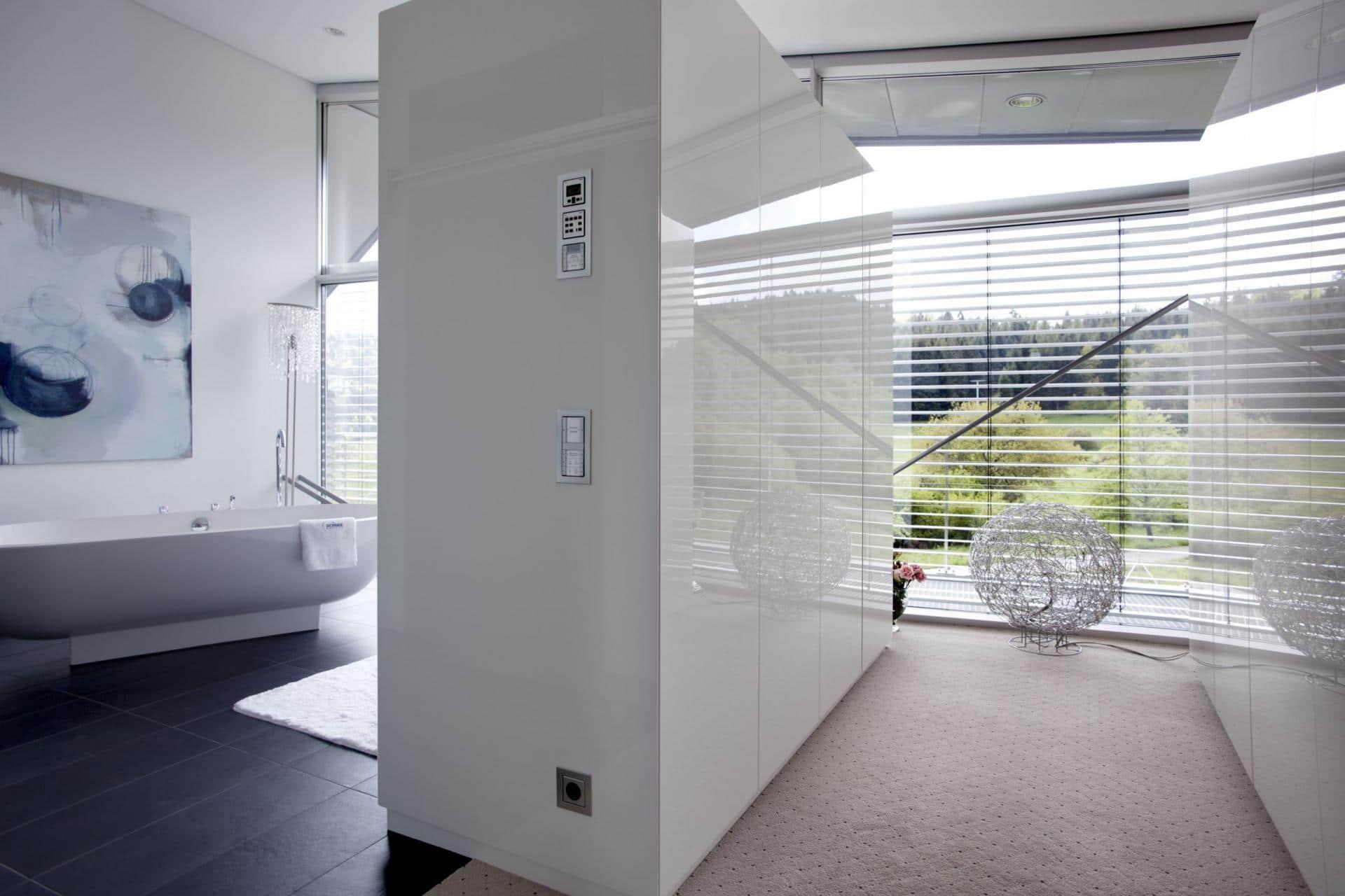Salle de bain blanche laquée