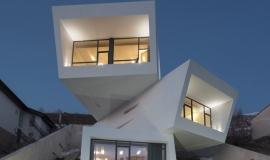 maison cube empiles