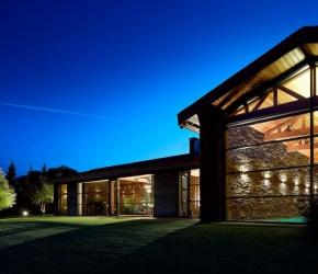 maison en pierres piscine interieure