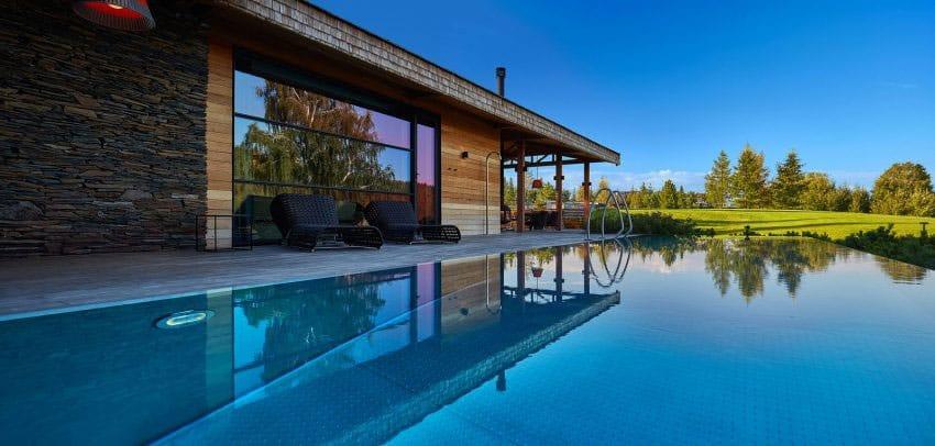 piscine en bordure de terrasse
