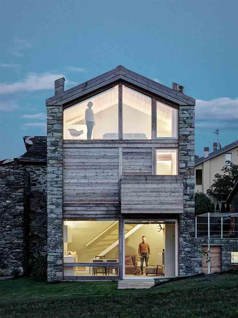comment r nover une ancienne maison en pierres en bois et en verre. Black Bedroom Furniture Sets. Home Design Ideas