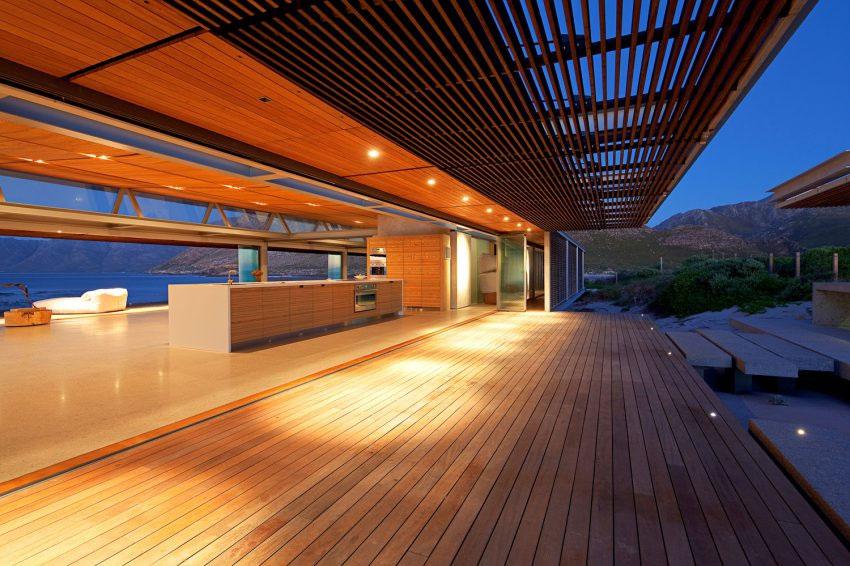 maison m langeant bois acier et verre ouverte sur l 39 exterieur. Black Bedroom Furniture Sets. Home Design Ideas