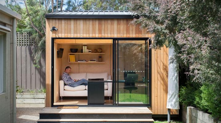 Bungalow de jardin contemporain en bois avec grande baie vitrée