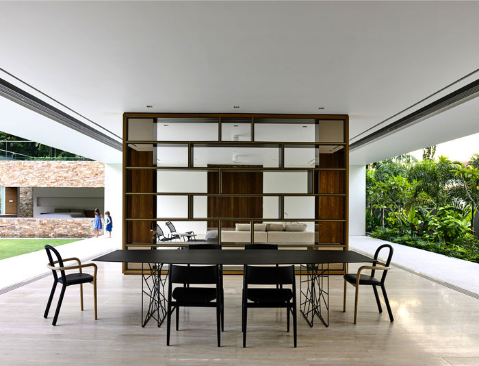 maison tropicale moderne avec une approche minimaliste. Black Bedroom Furniture Sets. Home Design Ideas