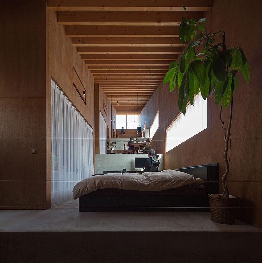 Maison minimaliste construite sur 5 demi niveaux avec un for Micromaisons minimaliste