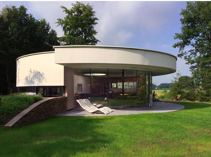 maison-circulaire-murs-verre