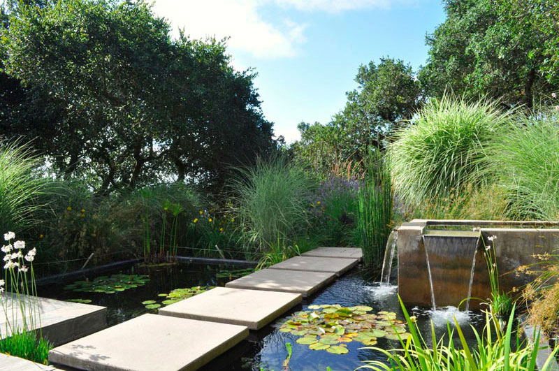 Bassin de jardin 8 id es pour cr er un bassin aquatique for Bache de bassin aquatique