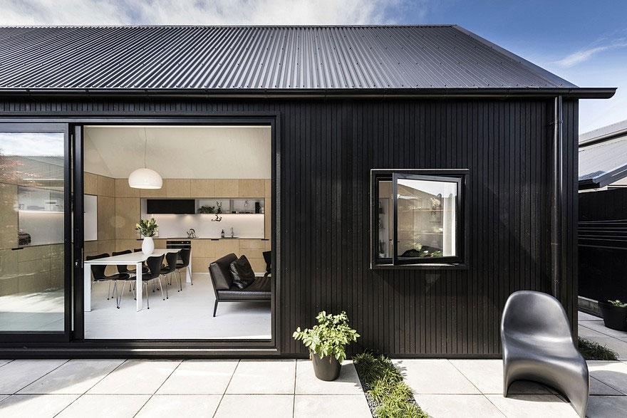 cottage-noir