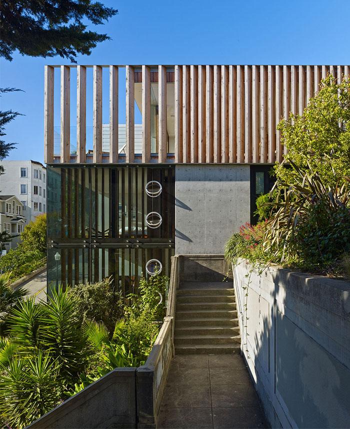 facade-contemporaine-bois-beton-verre