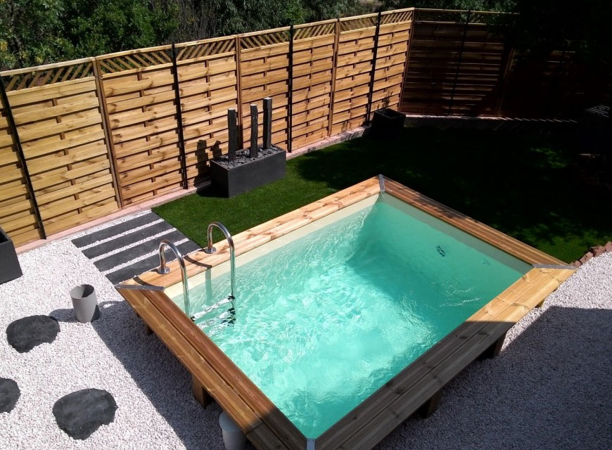 15 id es pour int grer une mini piscine dans votre jardin. Black Bedroom Furniture Sets. Home Design Ideas