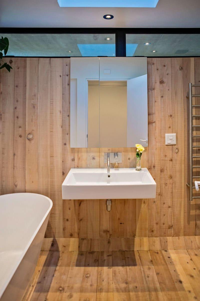 salle-bain-minimaliste-bois