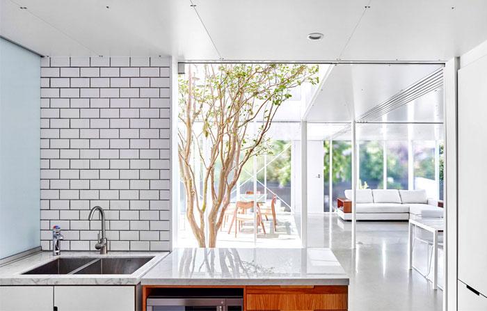 maison moderne avec une fa ade en briques extrud es blanches. Black Bedroom Furniture Sets. Home Design Ideas