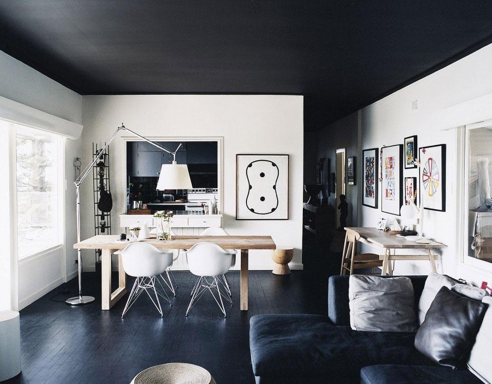 murs-blancs-plafond-noir