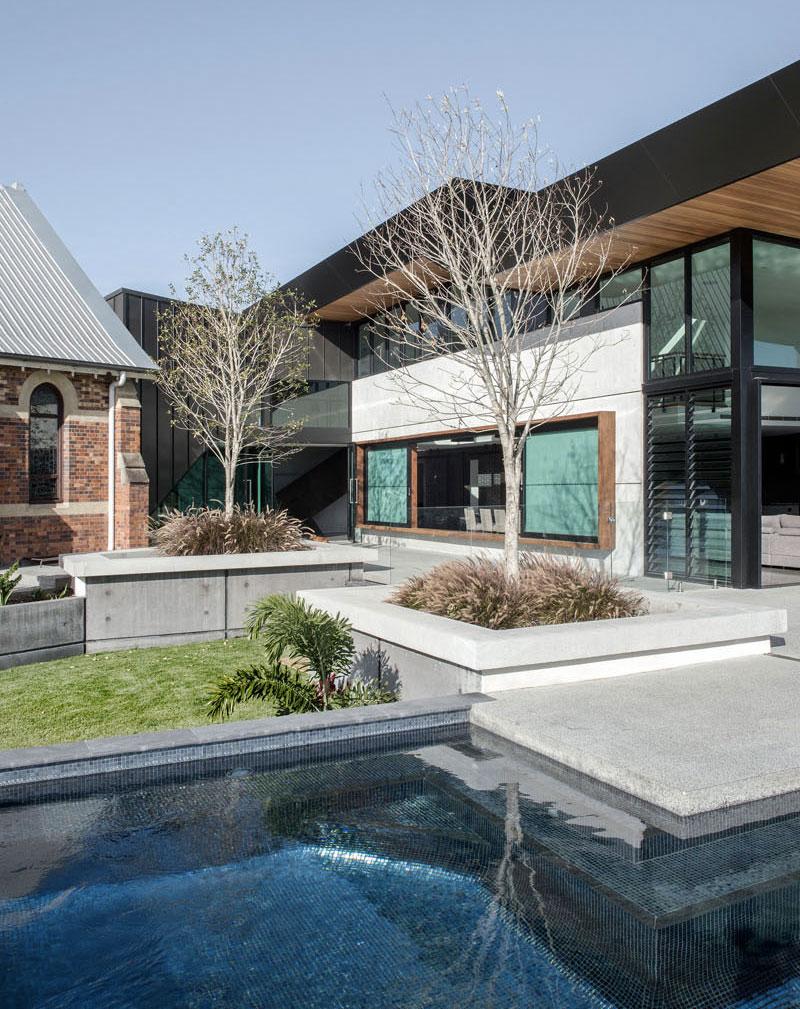 eglise-avec-piscine