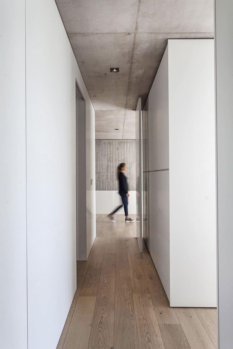 parquet-bois-murs-blancs