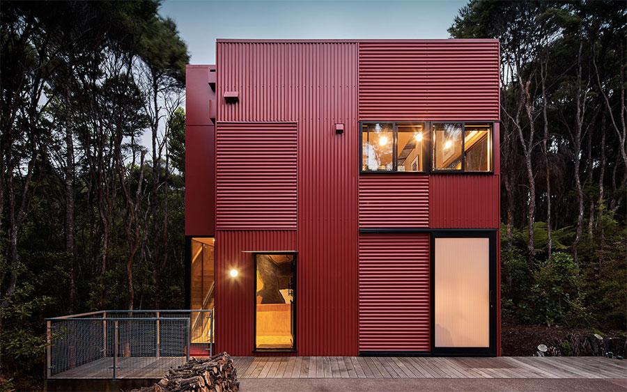 Maison design modulaire en tole ondul e rouge - Maison en tole ondulee ...